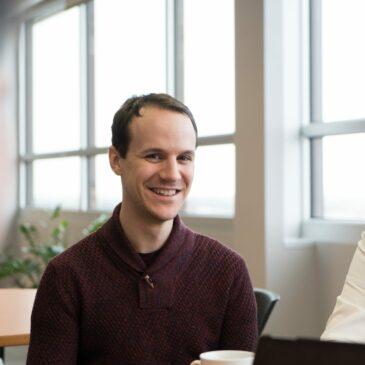 Pier-Olivier Caron : un professeur en psychologie au service de la réussite étudiante