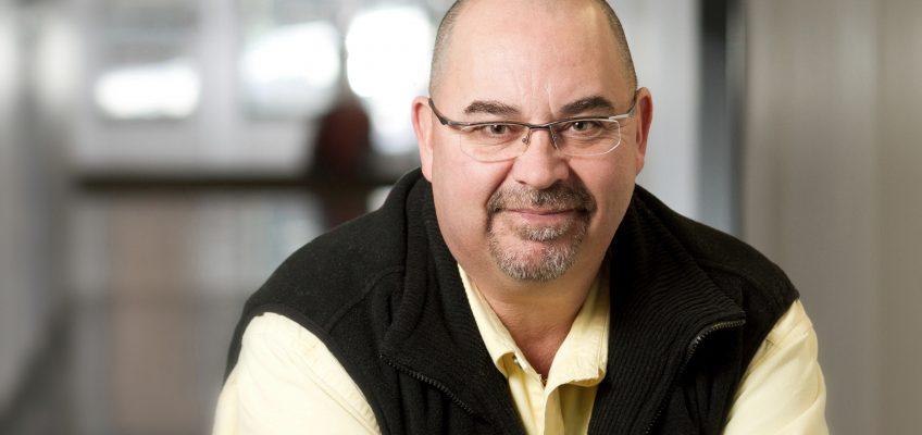 Steve Bissonnette, membre du SPPTU, professeur de la TÉLUQ et co-responsable du programme court de 2e cycle : Efficacité de l'enseignement et des écoles